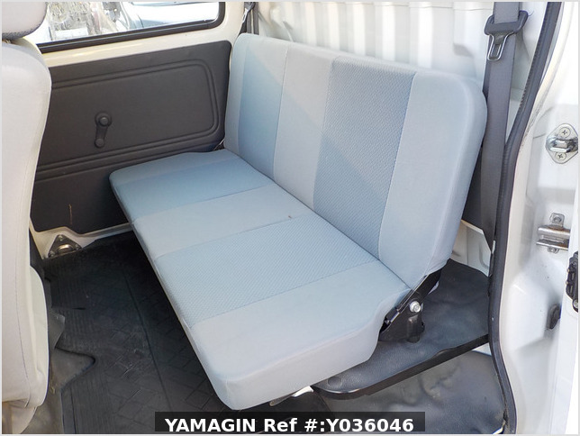 It is a picture of the white daihatsu hijet deck van in 2009,Sub Photo 12 Stock No.Y036046