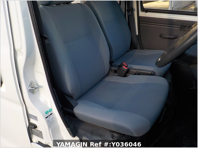 It is a picture of the white daihatsu hijet deck van in 2009,Sub Photo 10 Stock No.Y036046