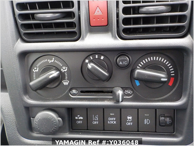 It is a picture of the khaki suzuki carry truck in 2020,Sub Photo 13 Stock No.Y036048