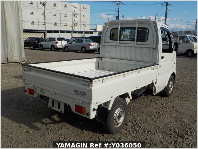 It is a picture of the white suzuki carry truck in 2004,Sub Photo 2 Stock No.Y036050