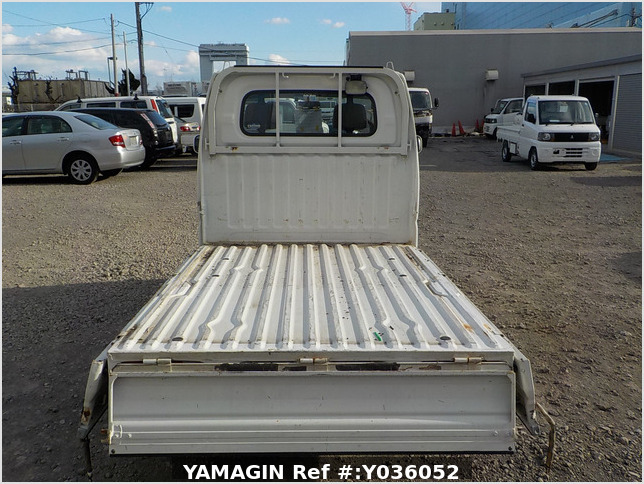 It is a picture of the white mitsubishi minicab truck in 2004,Sub Photo 4 Stock No.Y036052