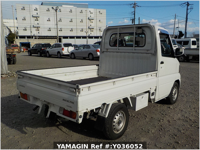 It is a picture of the white mitsubishi minicab truck in 2004,Sub Photo 2 Stock No.Y036052