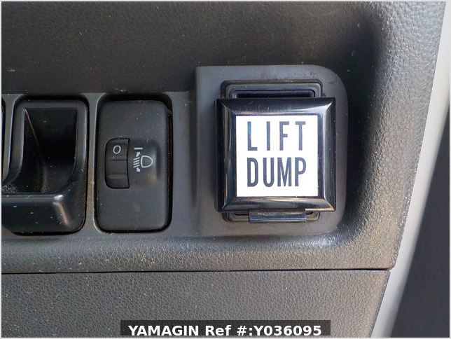 It is a picture of the white daihatsu hijet  dump in 2011,Sub Photo 12 Stock No.Y036095