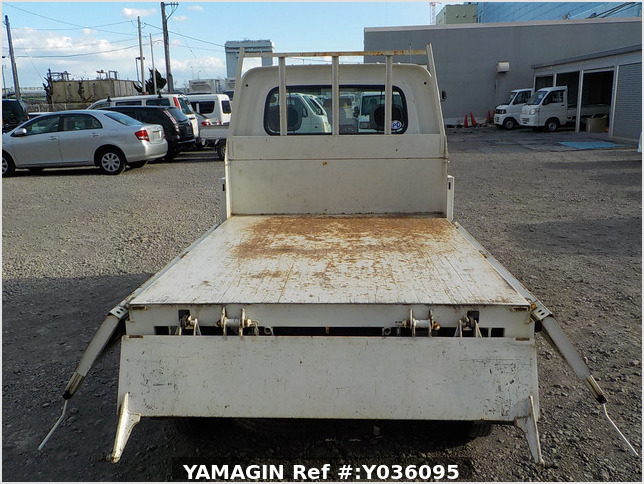 It is a picture of the white daihatsu hijet  dump in 2011,Sub Photo 5 Stock No.Y036095