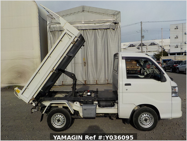 It is a picture of the white daihatsu hijet  dump in 2011,Sub Photo 0 Stock No.Y036095