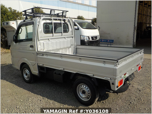 It is a picture of the silver suzuki carry truck in 2020,Sub Photo 3 Stock No.Y036108