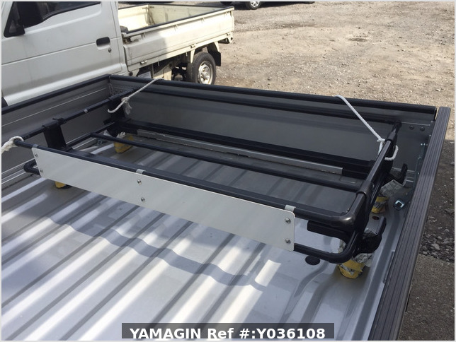 It is a picture of the silver suzuki carry truck in 2020,Sub Photo 14 Stock No.Y036108