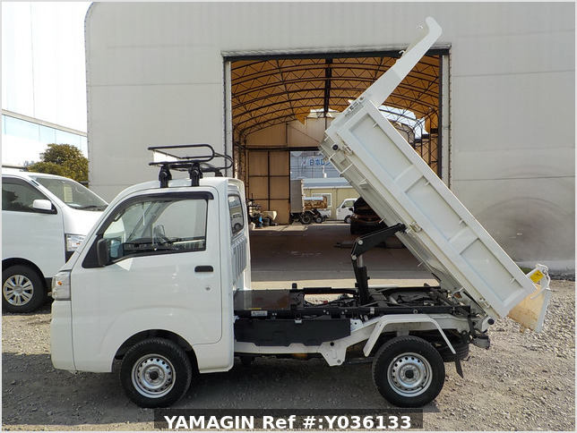 It is a picture of the white daihatsu hijet dump in 2017,Sub Photo 6 Stock No.Y036133