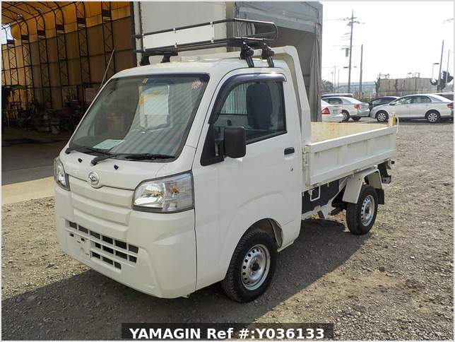 It is a picture of the white daihatsu hijet dump in 2017,Sub Photo 2 Stock No.Y036133