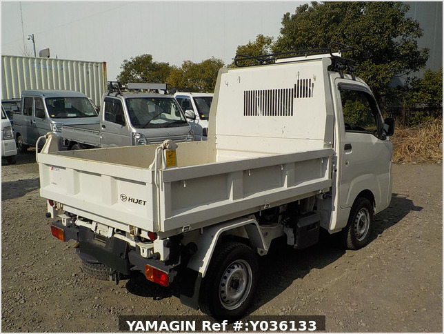 It is a picture of the white daihatsu hijet dump in 2017,Sub Photo 3 Stock No.Y036133