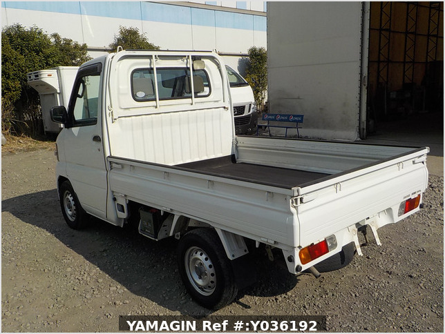 It is a picture of the white nissan clipper truck in 2006,Sub Photo 3 Stock No.Y036192