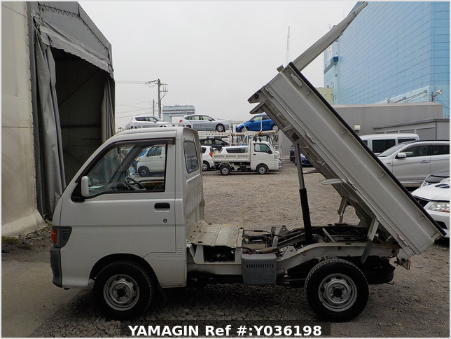 It is a picture of the white daihatsu hijet dump in 1997,Sub Photo 16 Stock No.Y036198