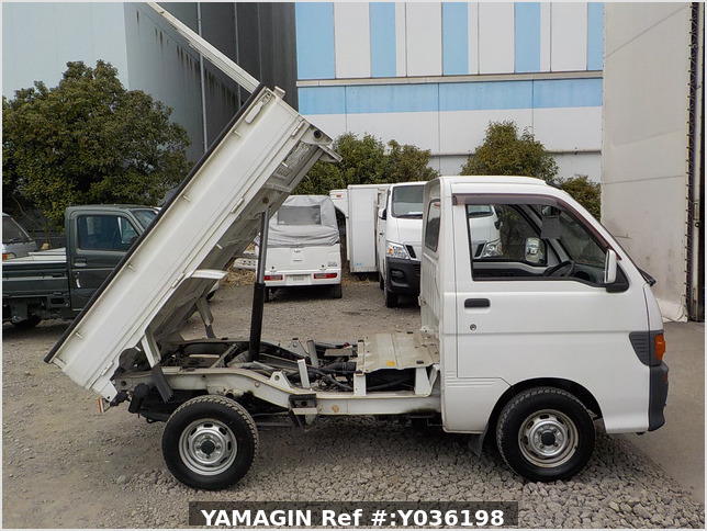 It is a picture of the white daihatsu hijet dump in 1997,Sub Photo 0 Stock No.Y036198
