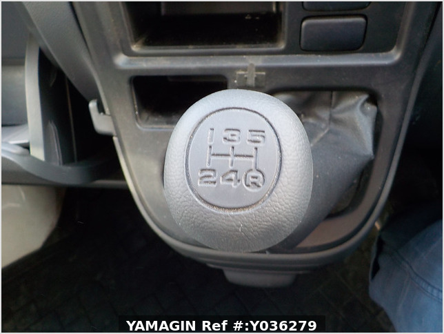It is a picture of the white daihatsu hijet deck van in 2008,Sub Photo 8 Stock No.Y036279