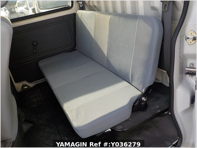 It is a picture of the white daihatsu hijet deck van in 2008,Sub Photo 13 Stock No.Y036279