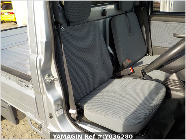 It is a picture of the silver daihatsu hijet truck in 2013,Sub Photo 11 Stock No.Y036280
