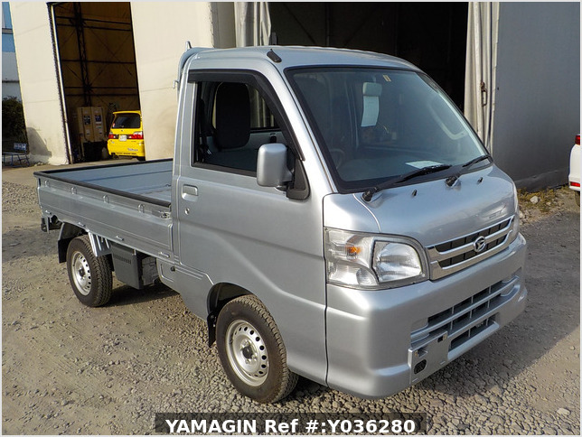 It is a picture of the silver daihatsu hijet truck in 2013,Sub Photo 0 Stock No.Y036280
