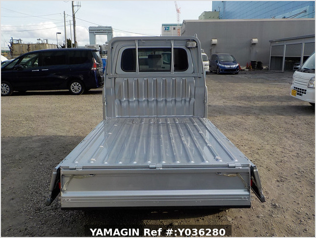 It is a picture of the silver daihatsu hijet truck in 2013,Sub Photo 4 Stock No.Y036280