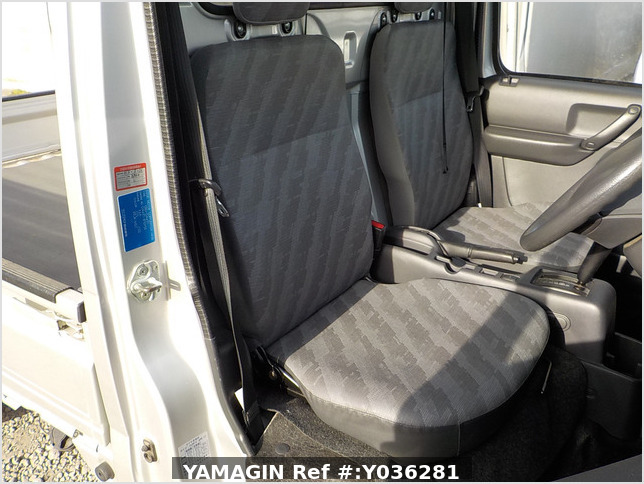 It is a picture of the silver suzuki carry truck in 2013,Sub Photo 6 Stock No.Y036281