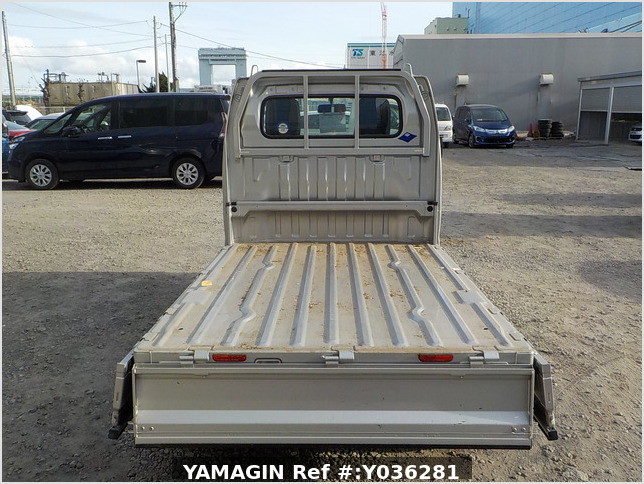 It is a picture of the silver suzuki carry truck in 2013,Sub Photo 4 Stock No.Y036281