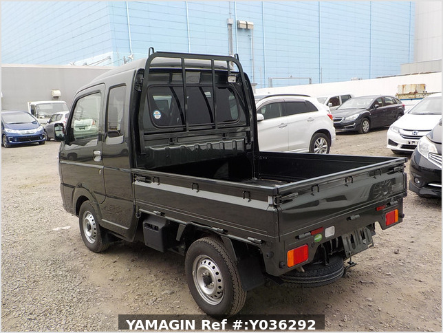 It is a picture of the green suzuki carry jumbo in 2020,Sub Photo 3 Stock No.Y036292