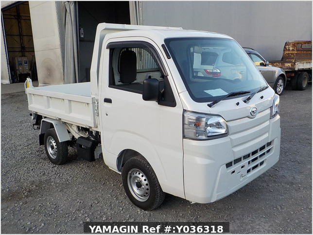 It is a picture of the white daihatsu hijet dump in 2018,Sub Photo 1 Stock No.Y036318