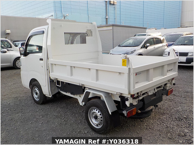 It is a picture of the white daihatsu hijet dump in 2018,Sub Photo 4 Stock No.Y036318