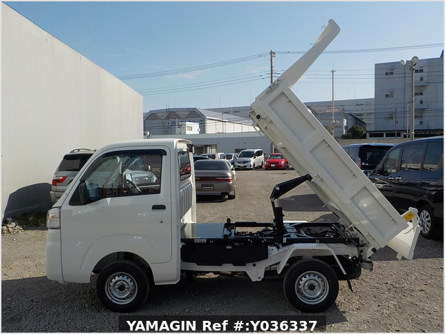 It is a picture of the white daihatsu hijet dump in 2021,Sub Photo 6 Stock No.Y036337