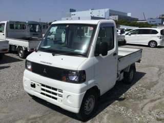 It is a picture of the white mitsubishi minicab dump in 2007,First Photo Stock No.Y036338