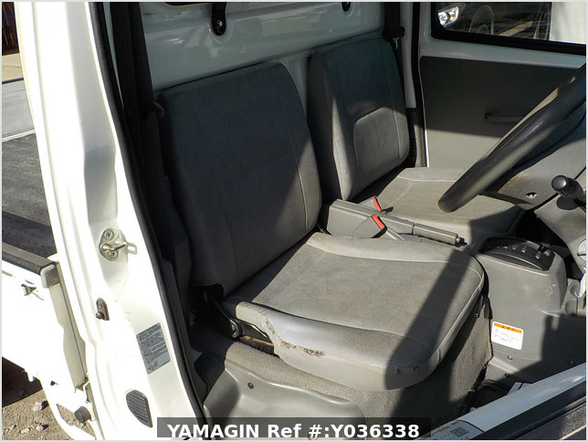 It is a picture of the white mitsubishi minicab dump in 2007,Sub Photo 24 Stock No.Y036338
