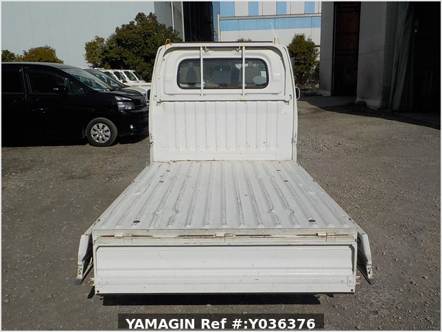 It is a picture of the white mitsubishi minicab truck in 2001,Sub Photo 4 Stock No.Y036376
