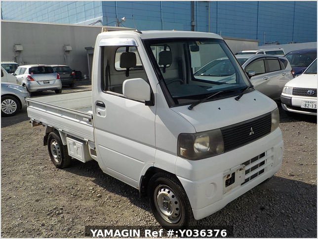 It is a picture of the white mitsubishi minicab truck in 2001,Sub Photo 0 Stock No.Y036376