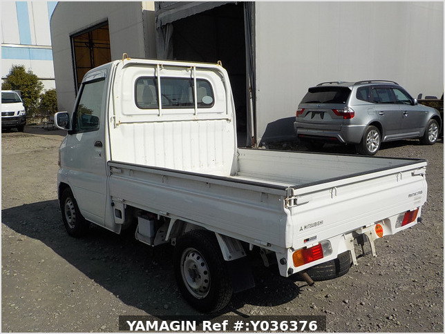 It is a picture of the white mitsubishi minicab truck in 2001,Sub Photo 3 Stock No.Y036376