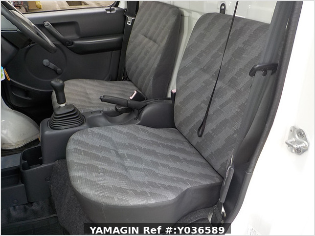 It is a picture of the white suzuki carry truck in 2007,Sub Photo 11 Stock No.Y036589