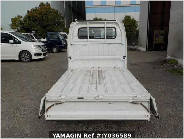 It is a picture of the white suzuki carry truck in 2007,Sub Photo 4 Stock No.Y036589