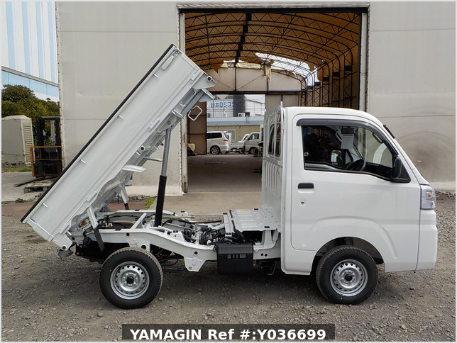 It is a picture of the white daihatsu hijet dump in 2021,Sub Photo 0 Stock No.Y036699