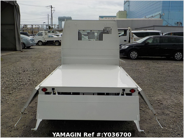 It is a picture of the white daihatsu hijet dump in 2020,Sub Photo 5 Stock No.Y036700