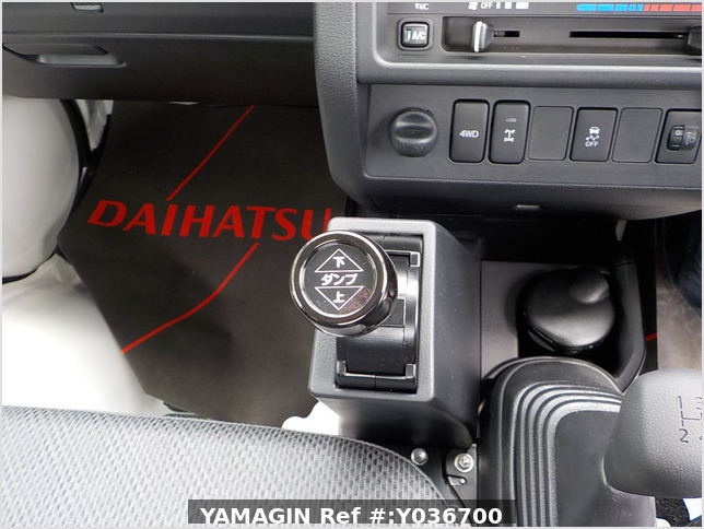 It is a picture of the white daihatsu hijet dump in 2020,Sub Photo 14 Stock No.Y036700