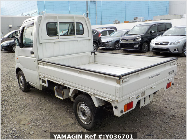 It is a picture of the white suzuki carry truck in 2003,Sub Photo 2 Stock No.Y036701