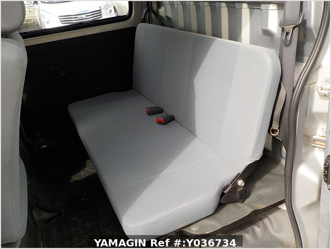 It is a picture of the silver daihatsu hijet  deck van in 2006,Sub Photo 13 Stock No.Y036734