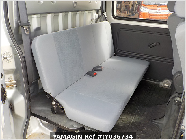 It is a picture of the silver daihatsu hijet  deck van in 2006,Sub Photo 10 Stock No.Y036734