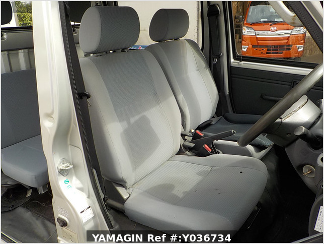 It is a picture of the silver daihatsu hijet  deck van in 2006,Sub Photo 11 Stock No.Y036734