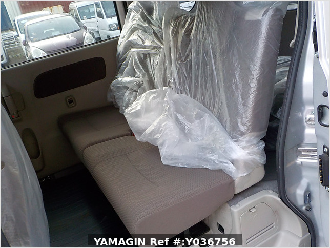 It is a picture of the silver suzuki every passenger van in 2018,Sub Photo 8 Stock No.Y036756