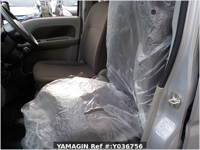 It is a picture of the silver suzuki every passenger van in 2018,Sub Photo 7 Stock No.Y036756