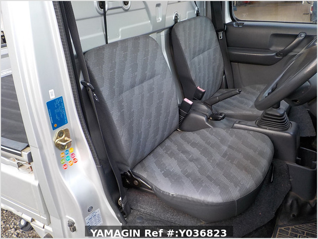 It is a picture of the gray suzuki carry truck in 2003,Sub Photo 6 Stock No.Y036823