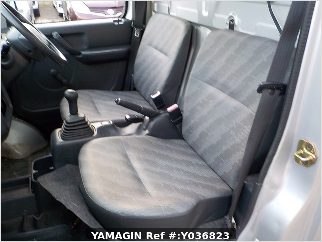 It is a picture of the gray suzuki carry truck in 2003,Sub Photo 7 Stock No.Y036823