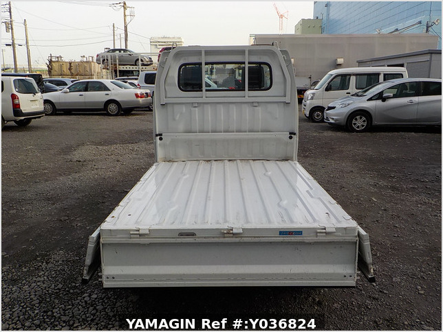 It is a picture of the white suzuki carry truck in 2012,Sub Photo 4 Stock No.Y036824