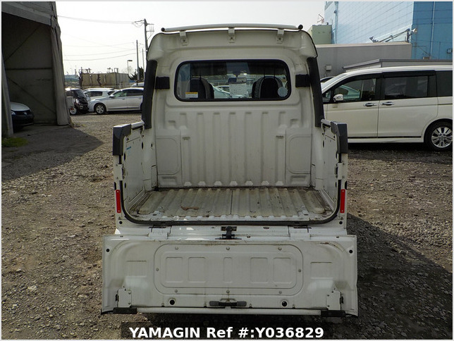 It is a picture of the white daihatsu hijet deck van in 2015,Sub Photo 4 Stock No.Y036829
