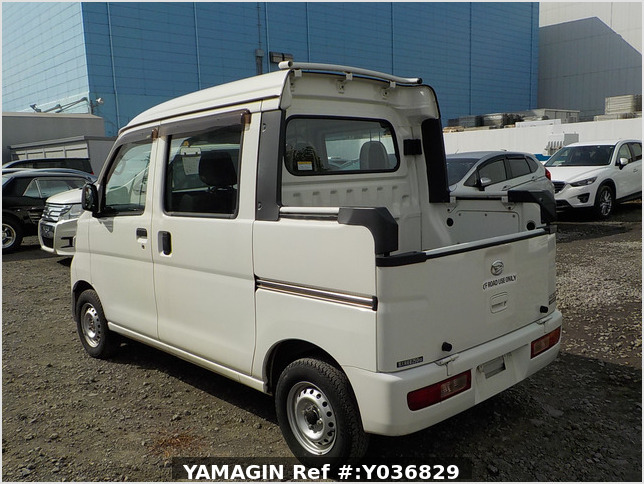 It is a picture of the white daihatsu hijet deck van in 2015,Sub Photo 3 Stock No.Y036829