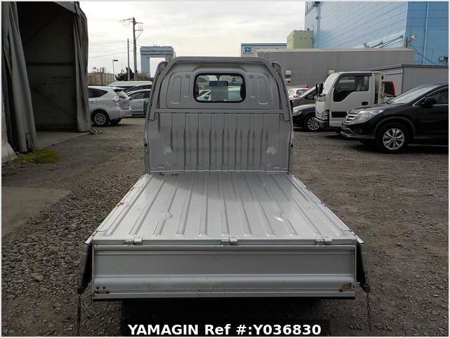It is a picture of the silver suzuki carry truck in 2001,Sub Photo 4 Stock No.Y036830
